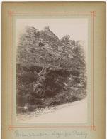 E224 Photographie Ancienne Vintage Pontivy Bretagne Rocher De La Vallée Logeot Personnages - Luoghi