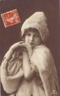 Enfant Pose (1-2-1913) - Portretten