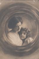 CPA  FILLETTE Et Sa Maman  GRETE REINWALD - Portraits