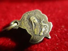 Mini- Médaille Religieuse Ancienne/Sainte Thérèse De L'Enfant Jésus/Etain/Début - XXéme CAN828 - Religione & Esoterismo