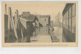 CLICHY - LES INONDATIONS DE PARIS (1910) - Un Coin Des Usines Du PNEU CONTINENTAL - Clichy