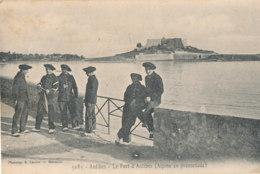 06 // ANTIBES   Le Fort D Antibes  CHASSEURS ALPINS En Promenade   Edit Ladour 3085 - Antibes