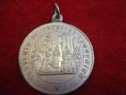 Médaille Religieuse  Ancienne / Souvenir De Premiére Communion/Ciboire / Aluminium/  Fin XIXéme              CAN831 - Religione & Esoterismo
