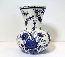 Vase Boule Corps Evasé En Ceramique De DELFT Dans Le Ton Bleu Floral - Delft (NLD)