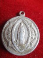 Petite Médaille Religieuse Ancienne/ Coeur Du Christ/ Vierge En Pied / Aluminium/ Fin XIXéme         CAN834 - Religione & Esoterismo