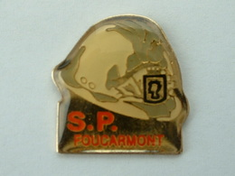 PIN'S SAPEURS POMPIERS FOUCARMONT - 76 - SEINE MARITIME - Brandweerman