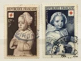 YT 914-915 (°) Oblitéré 1951 Croix Rouge Maitre De Moulins Quentin De La Tour (côte 8,45 Euros) - France