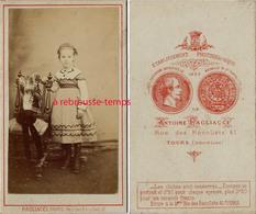 CDV Second Empire-jolie Fillette Par Antoine Ragliacci à Tours--Voir Tarifs CDV De L'époque Inscrits Au Dos - Photos