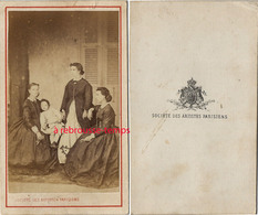 CDV Vers 1870 Par La Société Des Artistes Parisiens- Scène De Famille - Old (before 1900)
