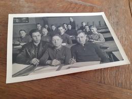 IRGENDWO IN DEUTSCHLAND DAZUMAL - DER HERR LEHRER MIT SEINER BUBENKLASSE IN POSE - SCHULE - 1939 - Anonyme Personen