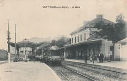 Rare Cpa Veynes La Gare Avec Train Vapeur - Frankreich