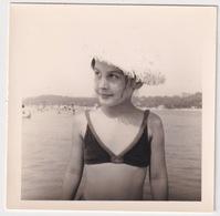 Jeune Fille à La Plage / Young Girl At The Beach - Persone Anonimi
