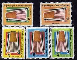 Centrafricaine N ° 519 / 23 XX : Accessoire De Coiffure Féminine, La Série Des 5 Valeurs Sans Charnière TB - Centrafricaine (République)