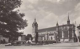 ETAIN (Meuse): L'Eglise St-Martin Et Le Monument - Etain