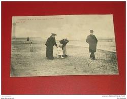 OOSTENDE - OSTENDE -  Le Prince Léopold III Se Rendant à La Plage - - Familias Reales