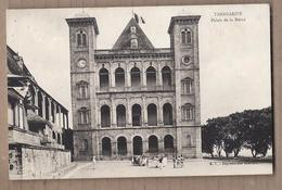 CPA MADAGASCAR - TANANARIVE - Palais De La Reine - TB PLAN EDIFICE Et Sa Façade + Animation Devant - Madagascar