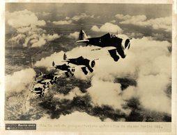 UN VOL DE GROUPE D'AVIONS AMÉRICAINS DE CHASSE BOEING P26 20*15CM PHOTO PARIS SOIR - Aviation