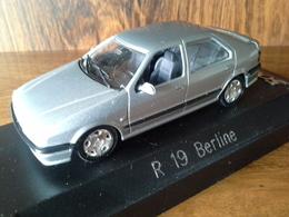 Miniature Renault 19 Berline Couleur Gris Aluminium 1/43e - Cars