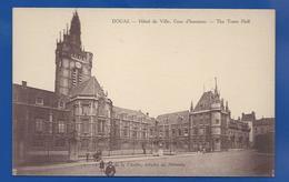 DOUAI   Hôtel De Ville  Cour D'Honneur   Animées - Douai