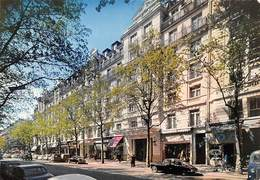 75009 .n° 21743 . Paris . Hotel Ambassador .voiture .vue Generale .cpsm.10.5 X 15cm . - Cafés, Hôtels, Restaurants