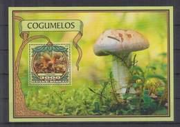 P744. Guine-Bissau - MNH - 2016 - Nature - Flora - Mushrooms - Bl - Pflanzen Und Botanik