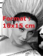 Reproduction D'une Photographie Ancienne D'un Portrait De Maria Grazia Buccella Avec Une Coiffure En Hauteur - Reproductions