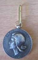 France - Médaille En Argent De La Société Industrielle De L'Est - Attribuée - Signée J.H. COËFFIN - Professionnels / De Société