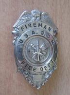 Etats-Unis / USA - Badge De Pompier - FIREMAN U.S.A. G.D.N. FIRE DEPT. - Métal Argenté - Pompiers