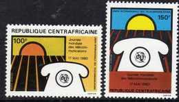 Centrafricaine P. A.  N° 219 / 20 XX  Journée Mondiale Des Télécommunications Les 2 Valeurs Sans Charnière, TB - Centrafricaine (République)