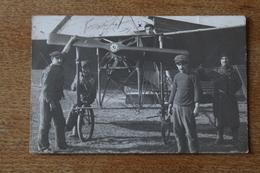 CARTE PHOTO PILOTE DANS SON AVION ET MECANICIENS  PRECURSEUR - Aviateurs