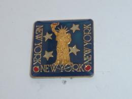 Pin's NEW YORK, STATUE DE LA LIBERTE C - Villes