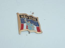 Pin's NEW YORK, STATUE DE LA LIBERTE E - Villes