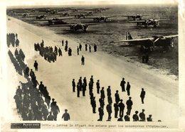 A ISTRES LE DÉPART DES AVIONS POUR LE MANOEUVRES D'OUTRE MER  ETAT SEE SCAN   20*15CM PHOTO PARIS SOIR - Aviación