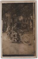 CORSE CPA Rare Carte-photo Adulte Et Enfant Sur Moto Place Des Platanes (place Paoli) à Ile-Rousse (état: Voir Scan) - Frankrijk
