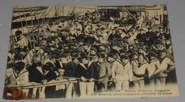 06 - Golfe Juan - Marine Militaires Française - Nos Matelots Permissionnaires Attendant Le Canot  ------------ 519 - Warships
