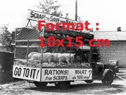 Reproduction D'une Photographie Ancienned'un Camion De Sauvetage De Cochons Morris En 1940 - Reproductions
