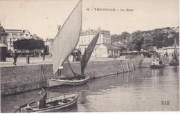 TROUVILLE-sur-MER - Le Quai - Bateaux - Animé - Trouville