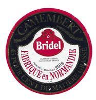 ETIQUETTE De FROMAGE. CAMEMBERT En Fabriqué NORMANDIE (Calvados 14-AS)..BRIDEL à RETIERS (35) - Kaas