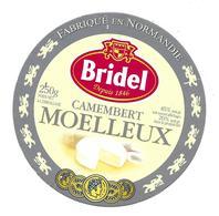 ETIQUETTE De FROMAGE. CAMEMBERT MOELLEUX Fabriqué En NORMANDIE..BRIDEL - Kaas