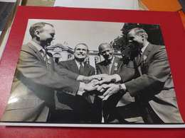 P-76 , Photo De Presse , Matignon , Chaban Delmas Et  Les Cosmonautes Américains, AMSTRONG, ALDRIN, CONRAD, Octobre 1969 - Célébrités