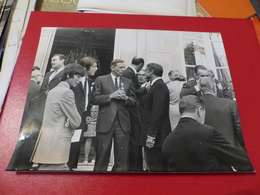 P-77 , Photo De Presse , Neil Amstrong à Matignon, Décoré De La Légion D'Honneur, Octobre 1969 - Personalidades Famosas