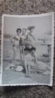 PHOTO SCENE JEUNE FEMME STYLE PIN UP  HOMME TRAVESTI   FORMAT 11.5  PAR 8.5 CM 1962 GRAO DE CASTELLON ESPAGNE - Personnes Anonymes