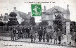 Thury-en-Valois. La Mairie Et Les Ecoles. (Très Animée) - Autres Communes