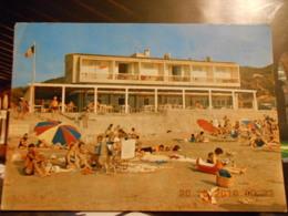83 - SAINT CYR LES LECQUES - PLAGE DE L'HOTEL DU TAPIS DE SABLE - CPSM ECRITE ANNEES 70 - - Saint-Cyr-sur-Mer