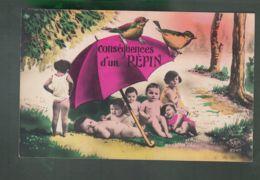 """CPA (Div.) """"Conséquence D'un Pépin"""" - Groupe D'enfants, Parapluie - Grupo De Niños Y Familias"""