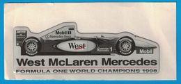 AUTOCOLLANT EN PLASTIQUE EN RELIEF / WEST Mc LAREN MERCEDES BENZ FORMULA ONE WORLD CHAMPIONS 1998 MOBIL LOCTITTE - Pegatinas