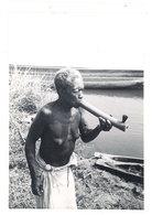 Photo Afrique 12,8 X 17,8 Cms, AEF, Moyen Congo - Ouesso - Vieille Femme Fumant  ( Seins Nus ) - Afrique