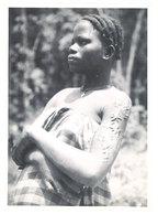 Photo Afrique 12,8 X 17,8 Cms, AEF, Moyen Congo - Pointe Noire - Jeune Fille Bacongo ( Scarifications ) - Afrique