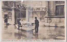 CPA PARIS INONDATIONS DE 1910 QUAI DE PASSY SAUVETAGE D'UN PARALYTIQUE - Inondations De 1910