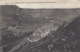 ROQUEFORT (Aveyron): La Cave Carrière, Au Fond Le Cirque De Tournemire - Roquefort